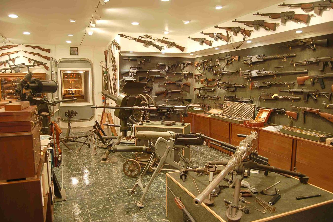Gun room amp trophy room done hunting - View Attachment 21446